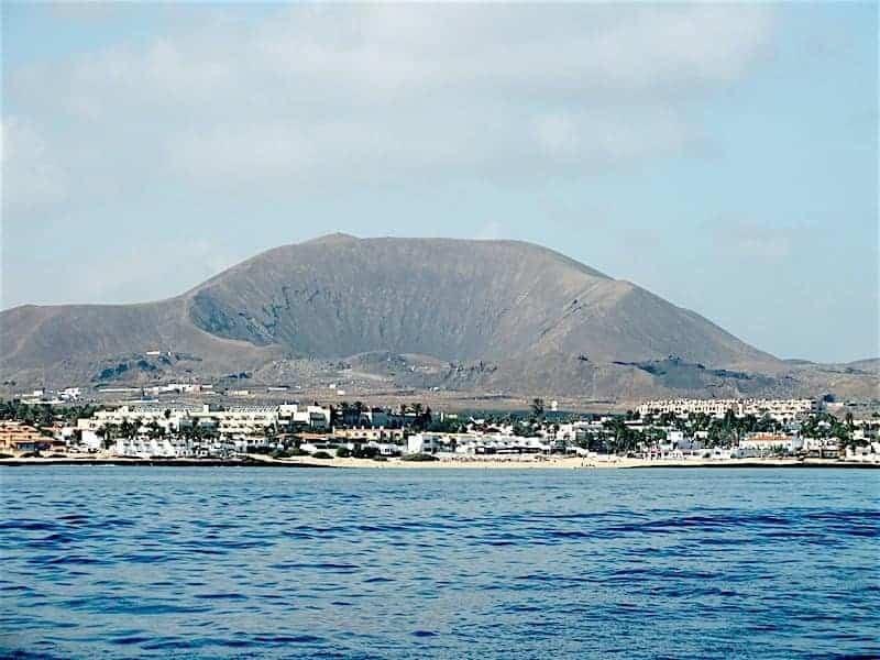 Blick auf Corralejo vom Meer aus