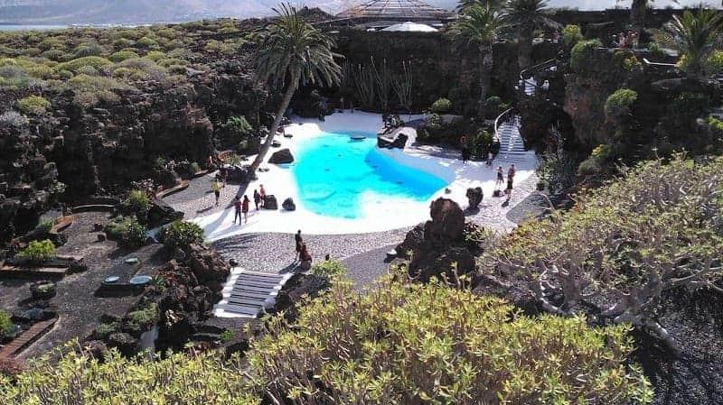 Pool entworfen von César Manrique