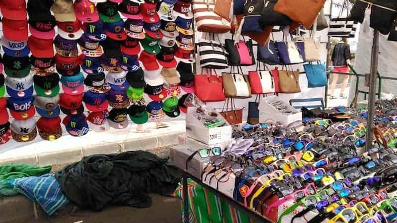 Puestos del mercadillo en Teguise